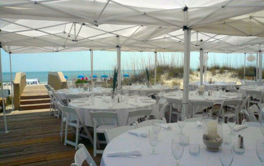 Oceanfront dining at Palmetto Dunes